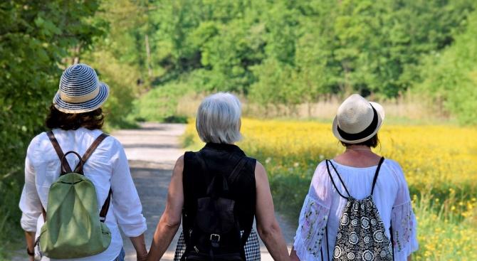 Лекари препоръчват на жените след менопауза след хранене да вървят по нанадолнище