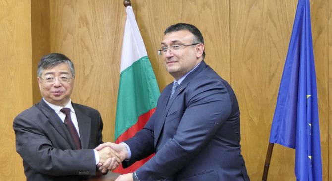 Младен Маринов се срещна с делегация от Китай