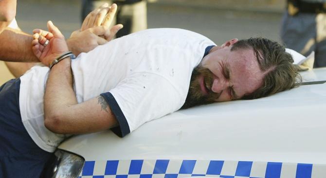 Хърватски полицаи закопчаха каналджии на хора като на кино