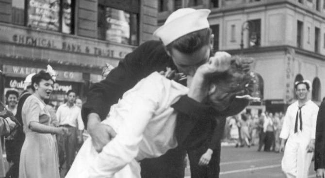 Кога жените спряха да целуват мъжете и това стана срамно и подсъдно?!
