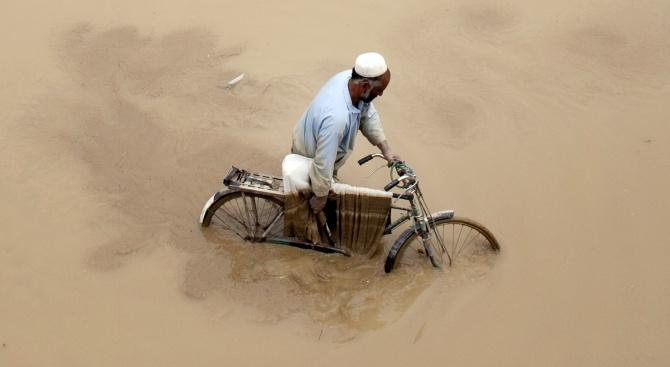 Най-малко 32 души са загинали при наводнения в Афганистан