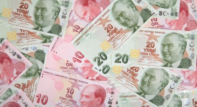 Турската лира отслабна с 2,5 %