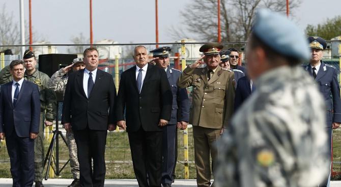 Каракачанов: Статутът на Висшето военновъздушно училище ще бъде възстановен