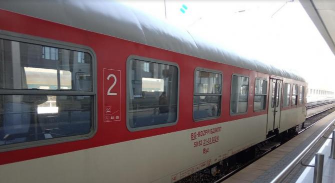 Влаковете в западното направление на Централна гара София се движат със закъснение