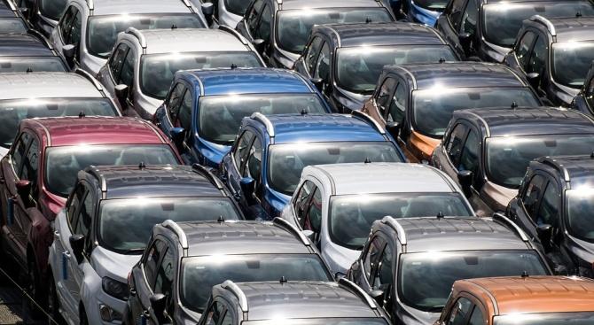 Мъж взе ключовете на 28 коли и поиска 10 000 лв., за да ги върне