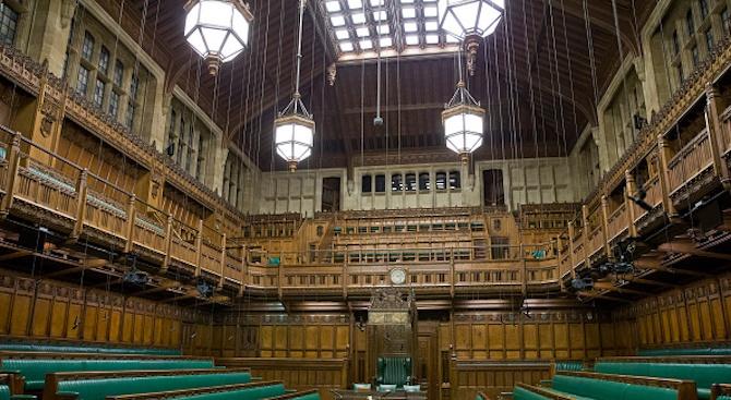Наводнение прекъсна работата на депутатите в британския парламент