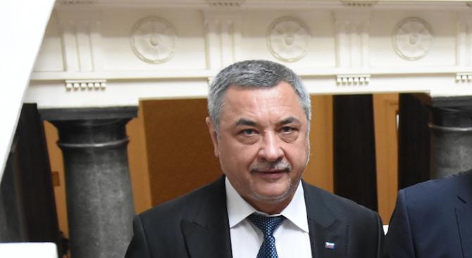 Симеонов: Борисов да поиска оставката на Ангелкова или да я причисли към групата на любимките си