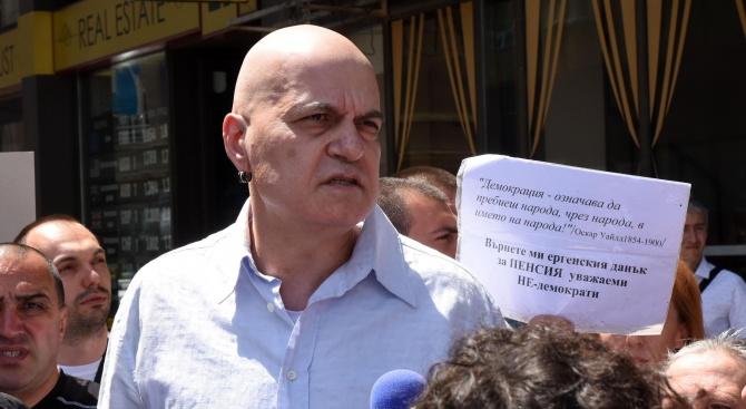 Слави Трифонов коментира скандала с евтините апартаменти и абсурда като държавна политика
