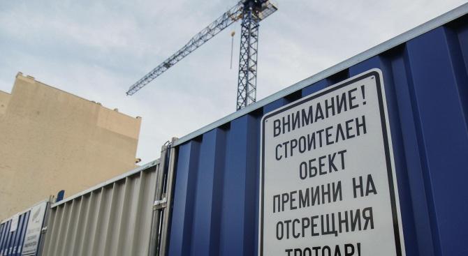 """Строителството на небостъргача """"Златен век"""" продължава и днес"""