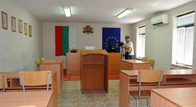 Трима от задържаните за подкупи в ДАИ - Перник излизат от ареста