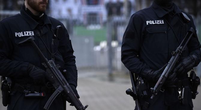 В Германия арестуваха мъж за имейли с бомбени заплахи и нацистко съдържание
