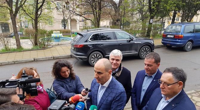 """Цветанов: Имам готовност да заведа дела заради """"Апартаментгейт"""""""