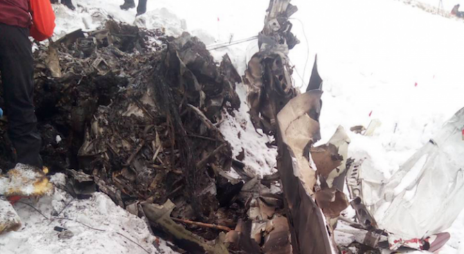 СГП ще проверява дали неизвестен е повредил или е допуснал да се повреди катастрофиралия в Македония самолет