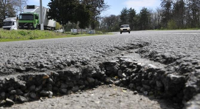 Преасфалтиран е общинският път между Килифарево и Плаково
