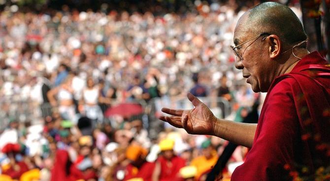 Далай Лама е приет в болница с инфекция на гръдния кош