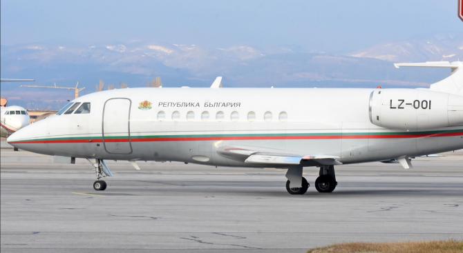 """От """"Авиоотряд 28"""" разкриха подробности за спуканата гума на правителствения """"Фалкон"""""""