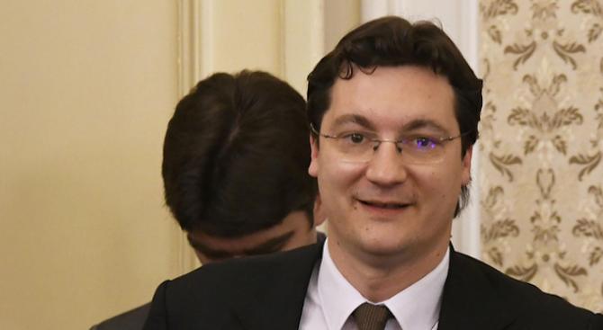 Пиарката на Нинова защити Крум Зарков