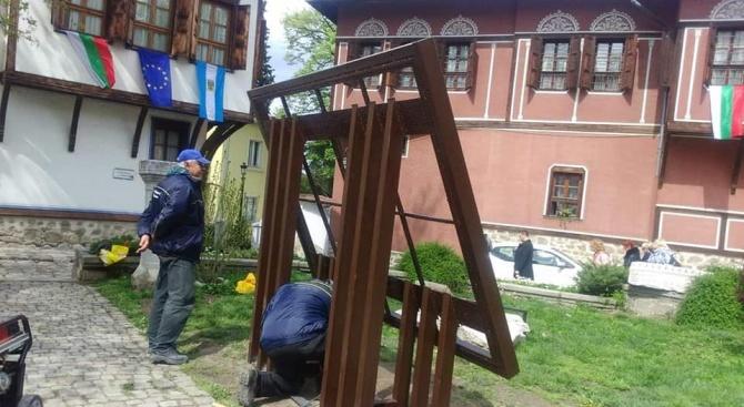 В Пловдив започва изграждането на инсталция на Балабановата къща от живи цветя