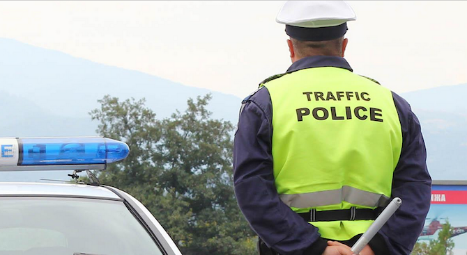 28-годишен пиян шофьор е задържан за подкупване на полицай