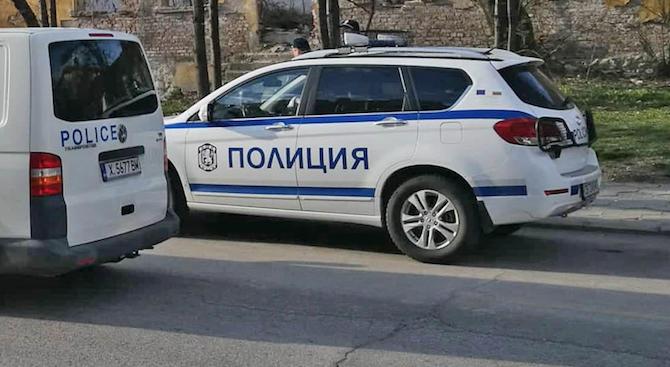 Екипи на полицията и жандармерията претърсиха луксозни имоти във Ветово