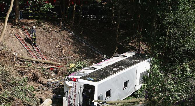 Автобус се обърна на остров Мадейра, има загинали и ранени