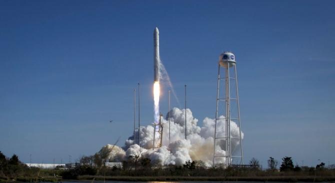 САЩ изстреляха товарна капсула с храна и оборудване за МКС