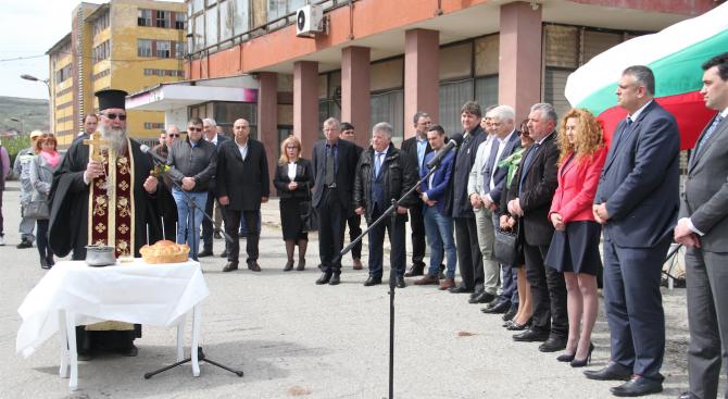 Депутати от ГЕРБ и кметове присъстваха на първата копка за рехабилитацията на пътя Дупница - Клисура - Самоков