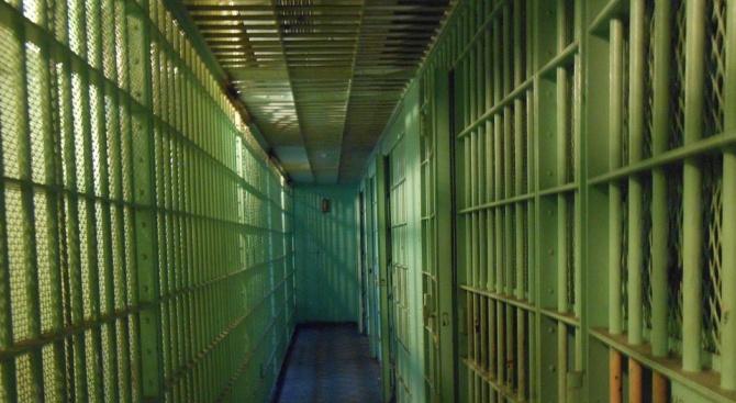 Млад мъж влиза в затвора за притежание на наркотици