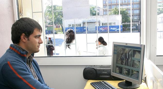 2069 камери дебнат за крадци и побойници в школските коридори