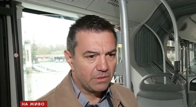 Психично болен потроши два автобуса в София, нападна шофьора