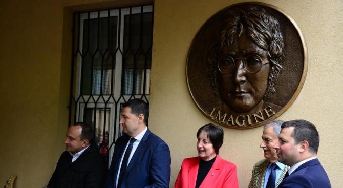 Барелеф на Джон Ленън бе открит в Пловдив