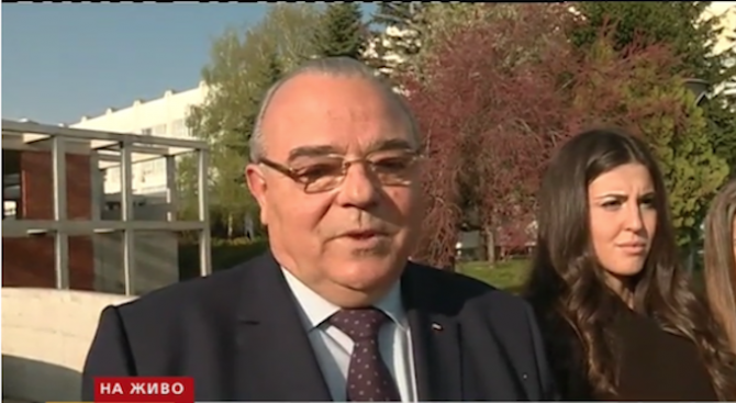 Ректорът на УНСС: Проблемът не е фалитът