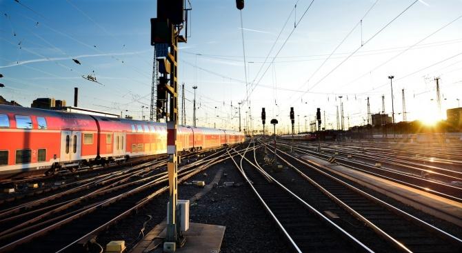 Мъж загина след удар от влак в София