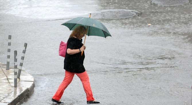 Времето до сряда: Дъжд и вятър