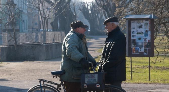 Консултират пенсионери в Банско как да си сметнат размера на пенсиите