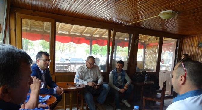 Кандидатът за евродепутат от ГЕРБ Асим Адемов посети с. Дянково