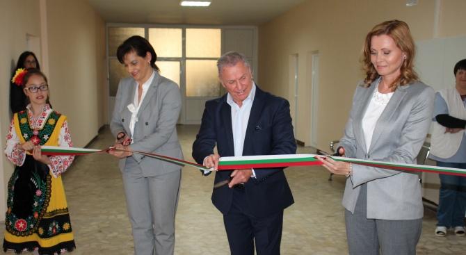 Даниела Дариткова откри в Свиленград нов център за ТЕЛК и общежитие за медицински персонал към местната болница