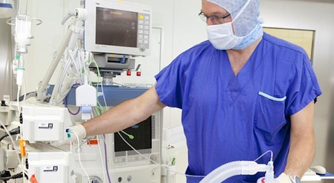 """Лекари от ВМА и """"Св. Екатерина"""" ще се обучават във Виена за белодробни трансплантации"""