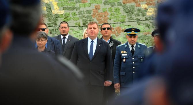 Каракачанов ще участва във видеоконферентна връзка с командирите на контингентите ни зад граница
