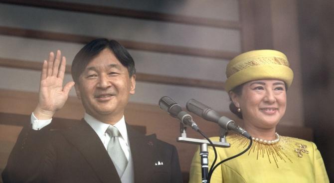 Новият японски император Нарухито за първи път приветства публично японците