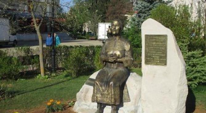 Паметник на Гюрга Пинджурова бе открит в родния ѝ град Трън