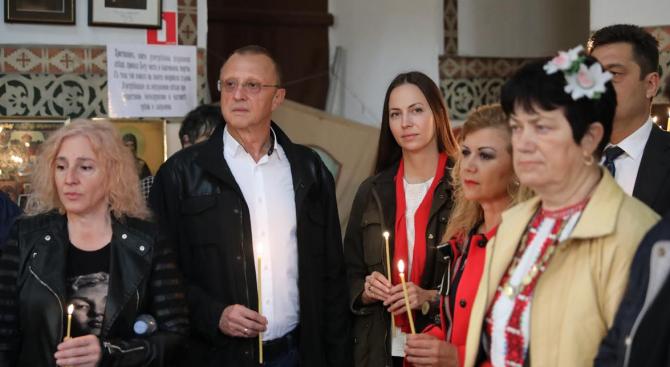 Ева Майдел и Андрей Новаков присъстваха на света литургия и курбан по повод Гергьовден в Ряхово