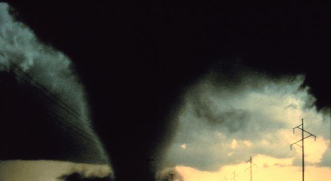 """""""Червен код"""" за опасност от торнадо в Румъния"""