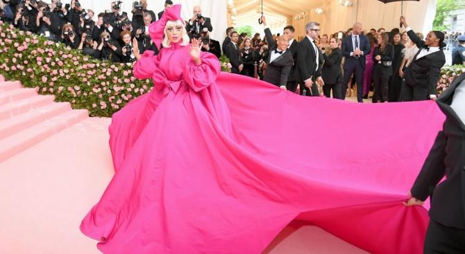 Лейди Гага - основна атракция на благотворителния бал в музея Метрополитън