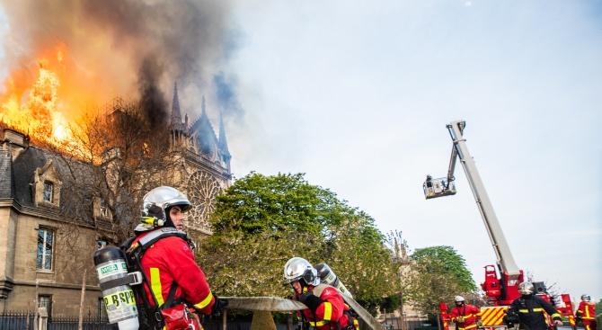 Пожарникари-герои от Нотр Дам изнасилили скандинавка?