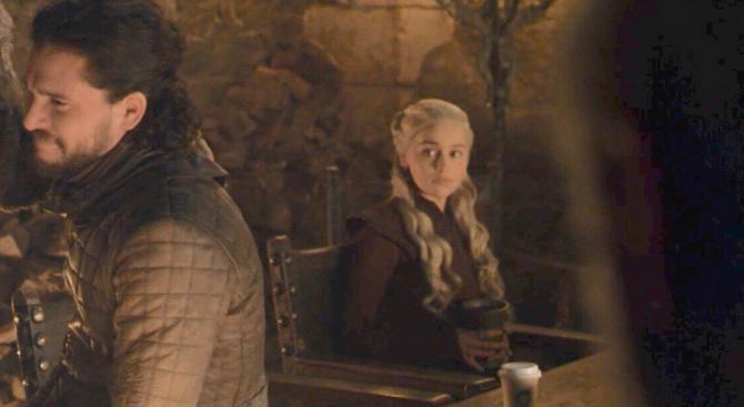 """Продуцент на """"Игра на тронове"""" се извини за гафа с чашата"""