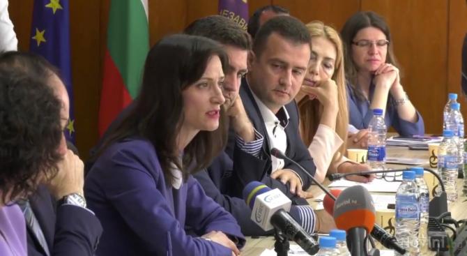 Мария Габриел: Подкрепяме идеята за европейски минимални заплати