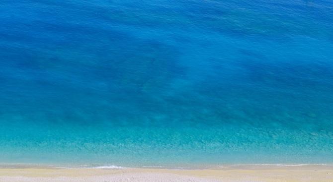 Водата на морето в Гърция остава необичайно студена за сезона