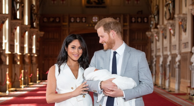 Кралското бебе взе главата на британски журналист