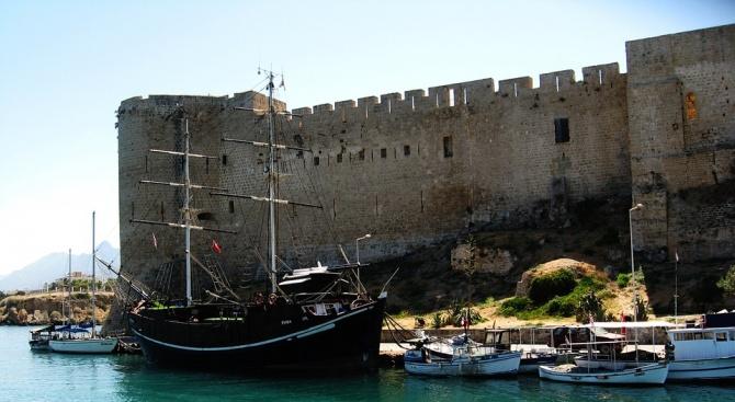 Правителството на Северен Кипър подаде оставка